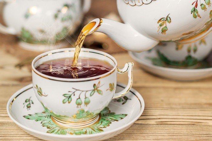 Teetasse und Teekanne.