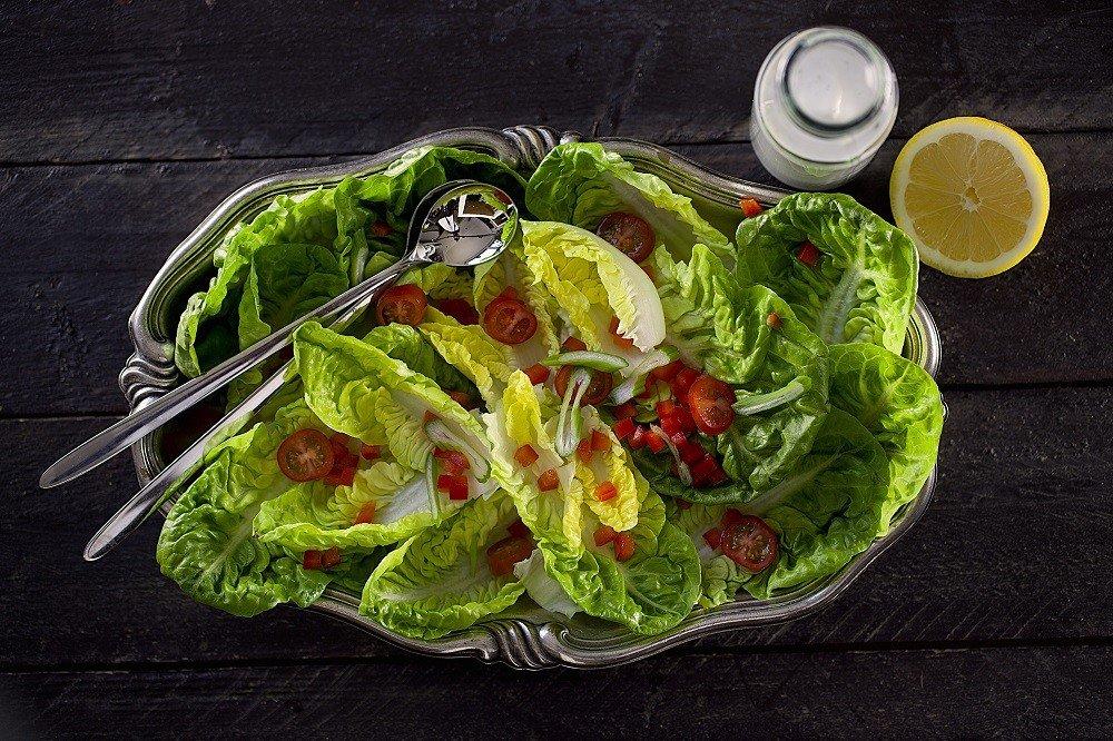 Salatgabel und Salatlöffel.